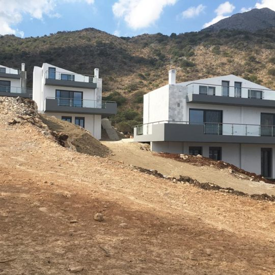 Πολυτελείς κατοικίες με επένδυση πέτρας