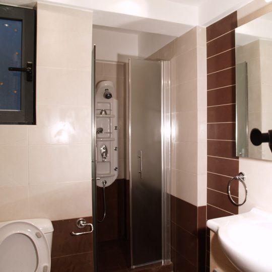 Μοντέρνο μπάνιο με υδρομασάζ