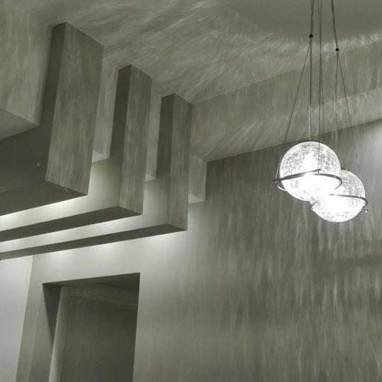 Διακόσμηση σαλονιού με ειδική κατασκευή από γυψοσανίδα και κρυφό φωτισμό